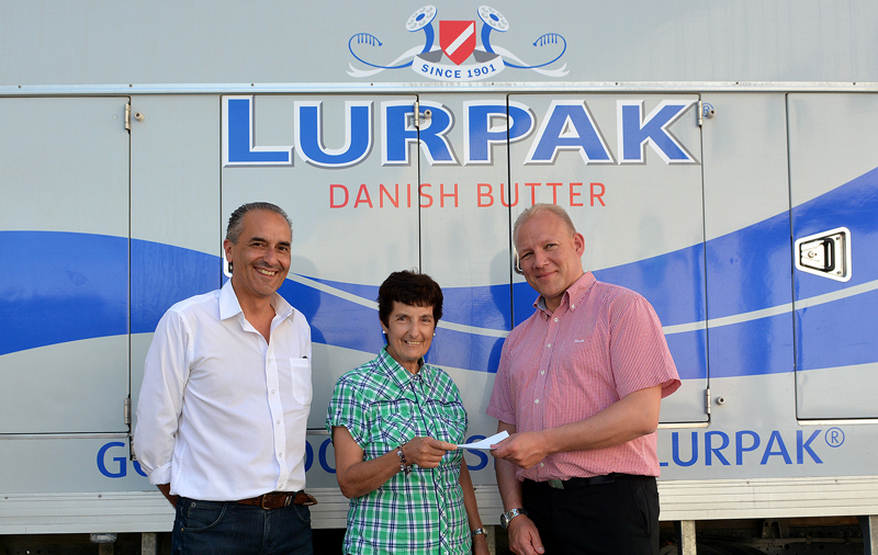 Chris Zammit Lupi, Brand Manager at AppleCore Foods (left), and Henrik Skab, Export Manager at Arla Foods amba (right), presenting the Grand Prize to Mrs Alfrida Barbara.