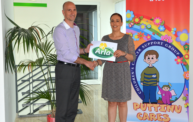 Antoinette Stellini, Director of Sales at AppleCore Foods Ltd.,  presenting the donation to Andrew  Decelis, Puttinu Cares Foundation board member